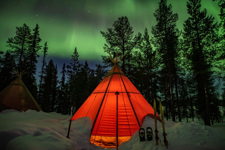 Sapmi Nature glamping lavvu zorza polarna Laponia Skandynawia